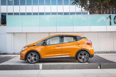 chevy-bolt-ev-motortrend-car-of-the-year-2017